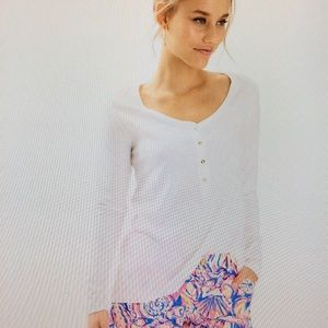 NWT! Lilly Pulitzer 🌺 L/S T-shirt. Size Large